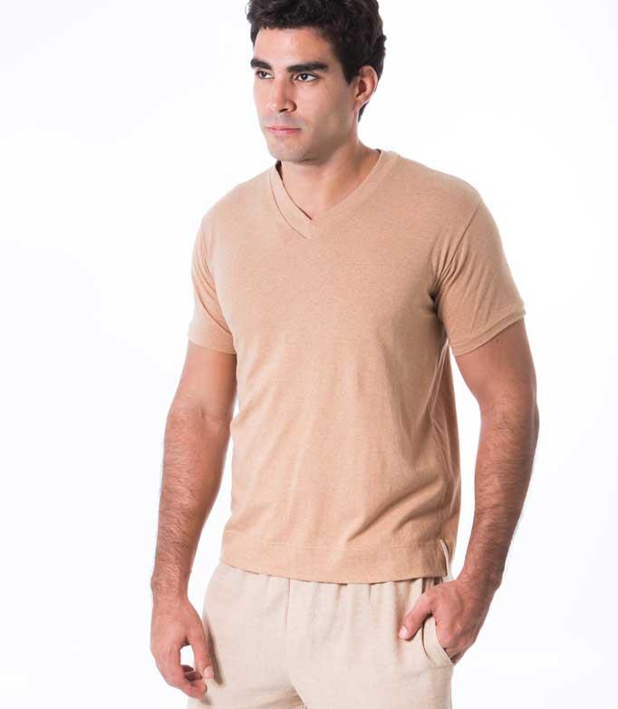 Camiseta de algodão colorido orgânico. Moda com pegada ecológica.