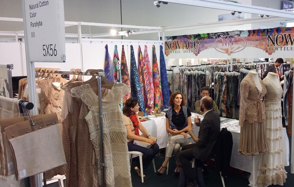 The first samples of craftwork were presented during the Première Vision Paris in September 2015. Thus, Francisca Vieira was invited to participate in the Maison d'Exceptions to be held in February 2016.