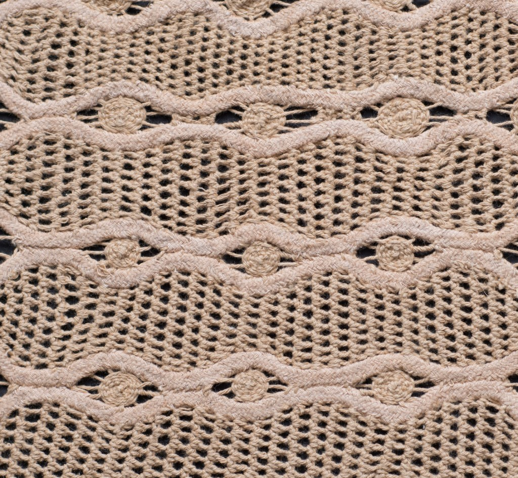 Renaissance lace with crochet. Lacé was replaced by a sleeping net strings (mamucabo).